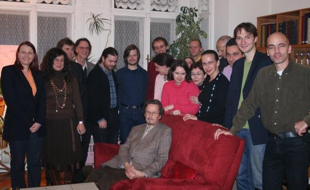 Ivan Eröd mit Studenten - Überaschungsbesuch von ehemaligen Studenten zum 70. Geburtstag / © Photo: Marie-Luce Eröd, Archiv Eröd.