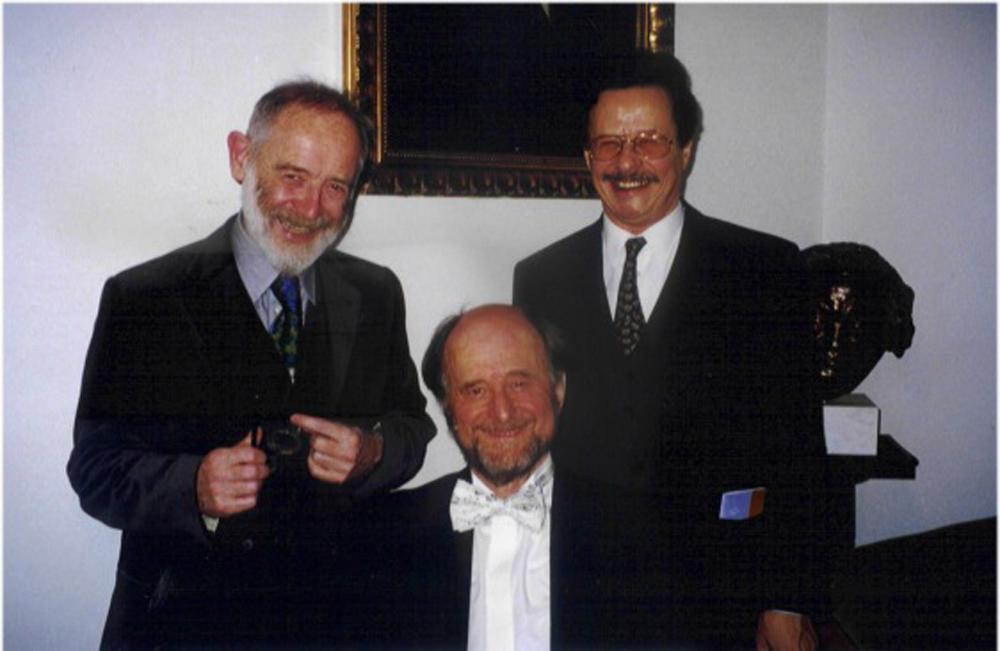 Ivan Eröd mit Kurt Schwertsik und Sir Roger Norrington. Silvester 1999, Salzburg / © Photo: Marie-Luce Eröd, Archiv Eröd